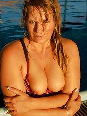 Titten im Schwimmbad